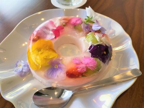 お花スイーツ・フルーツで華やか!尾道 さくらホテルのカフェ「さくら坂」で