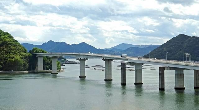 広島大橋と広島湾