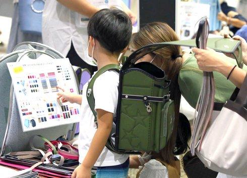 合同ランドセル展示会 2021 広島、700本を見比べ