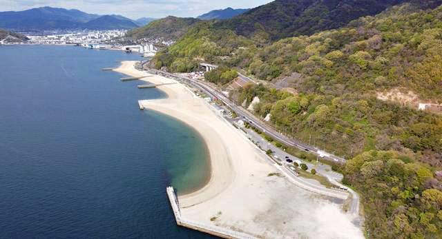 広島・ベイサイドビーチ坂 白い砂浜が続くビーチ全景