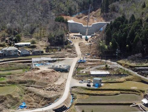 土砂災害の爪痕残る、白竜湖スポーツ村公園の裏に、土砂災害の砂防堰堤