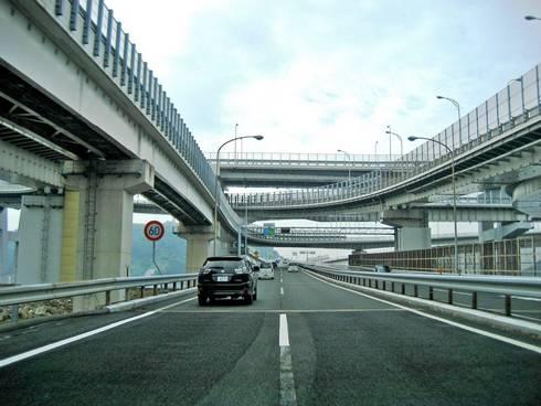 広島呉道路入口の仁保JCT(車内からの様子)