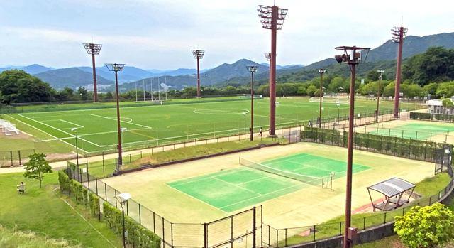 揚倉山健康運動公園、まち一望の展望エリアとナイター付き人工芝グラウンド