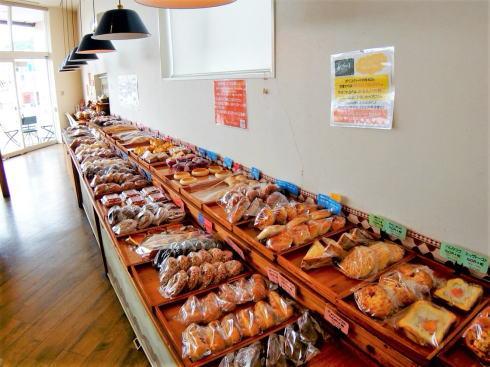 アミーベーカリー 工夫と種類が豊富な呉市焼山のパン屋さん