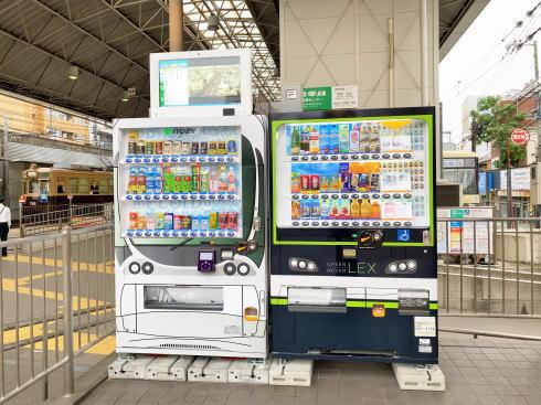 広電西広島電停 ラッピング自販機 画像2