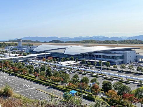 広島空港民営化記念 日帰りバスツアー、機内食体験も