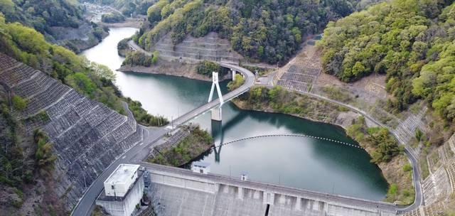 仁賀ダム ダムの俯瞰画像