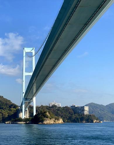 安芸灘大橋を下から眺める
