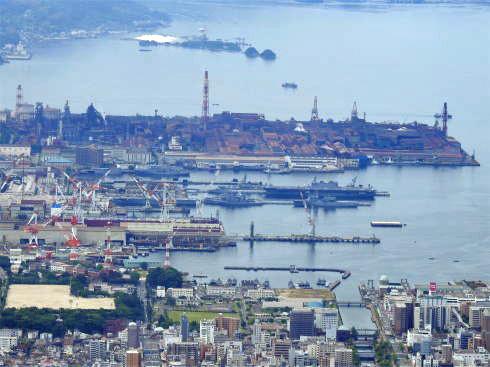 灰ヶ峰展望台から見た呉港の様子