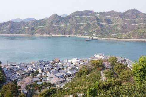 岡村島(愛媛県)と岡村大橋 御手洗から見た岡村島