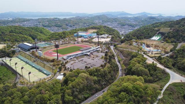 広島県立 びんご運動公園、野球・陸上・テニスほかキャンプ・ジャンプ施設まで!