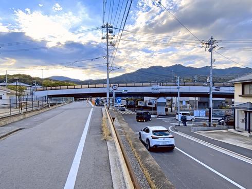 畑口寺田線(鴨原踏切北)の上を架橋