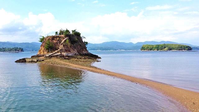 大芝島のモンサンミシェル!東広島に干潮時だけ現れる神秘的な海の道