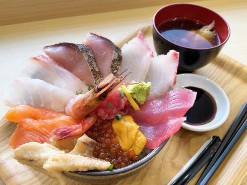 衝撃のSeafooDon、フジグラン広島の海鮮丼専門店はテイクアウトもOK