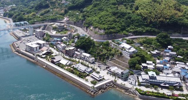 蒲刈大橋のそばに、松濤園や蘭島閣美術館